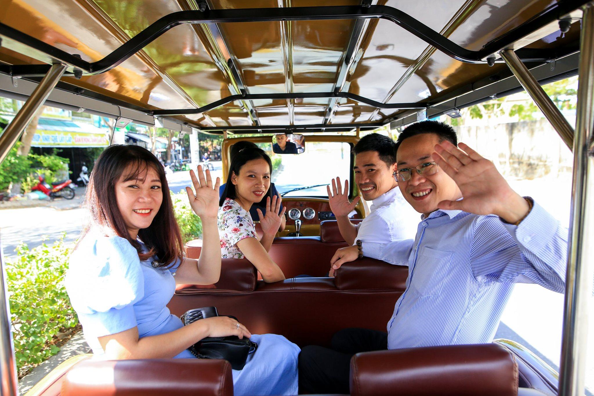 Hoi An Shuttle Bus - Private Shuttle Bus in Hoi An. Happy Customers